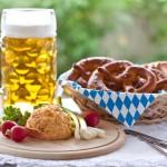 Empfang mit Bier und Brezel