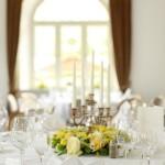 Gelbe Tischdekoration