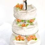 Hochzeitstorte mit Brautpaar-Figu
