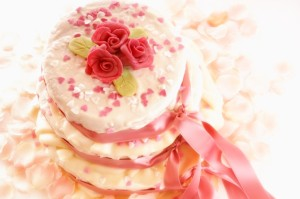 Hochzeitstorte selber backen: So gelingt das leckere Kunstwerk