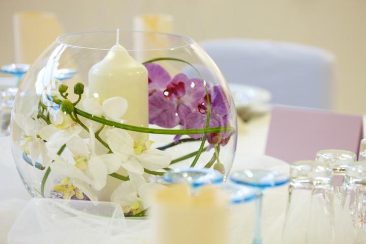 Romantische Blumendeko für den Hochzeitstag  braut.org