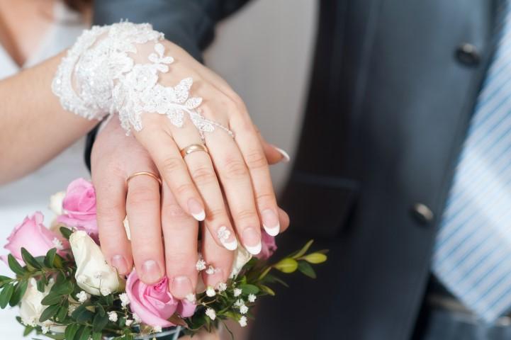 Dezente kurze Brauthandschuhe