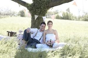 Hochzeit im Garten feiern: Tipps für Location, Deko & Essen